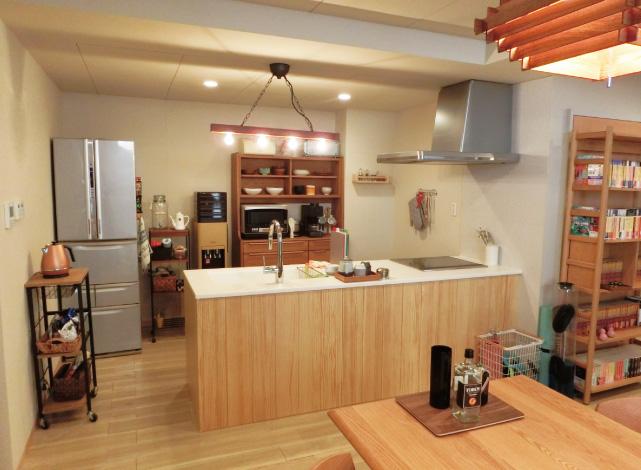奈菜の自宅マンションのキッチン(スイージー)