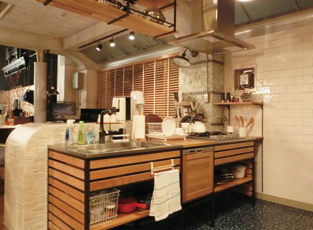 シャーロックとワトソンが共同生活するマンションの「キッチン」