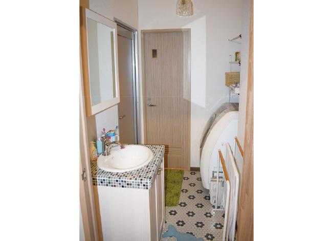 五十嵐家洗面スペース(無垢の木の洗面台)