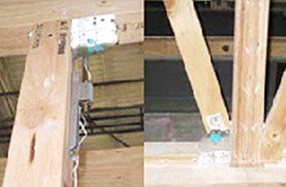 柱頭部の金物(左)と柱脚部の金物(右)。10回の加振実験後もほとんど変形していないことが分かる。